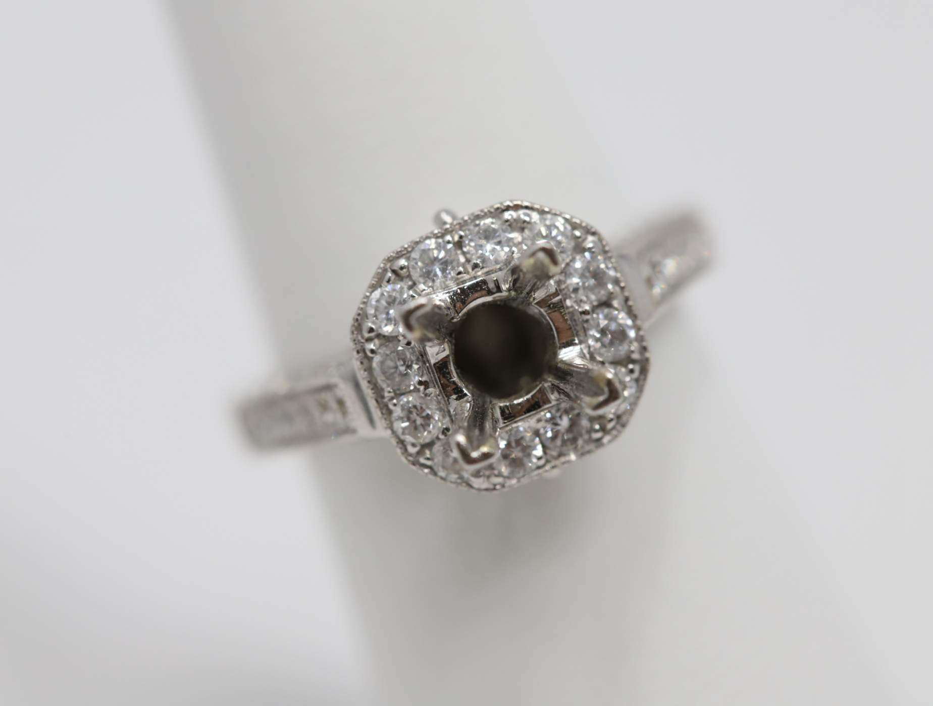 18k White Gold Engagement Ring Mounting
