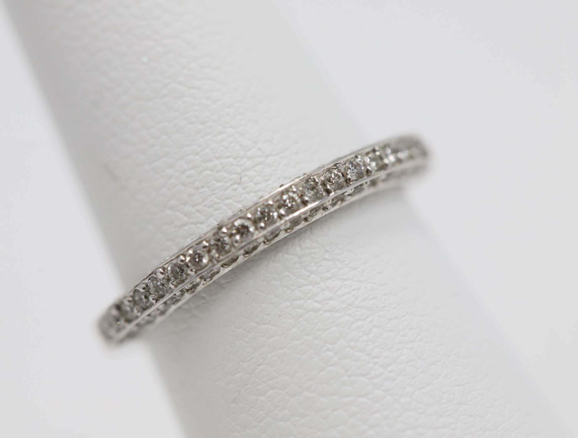 18k White Gold Lady's Diamond Wedding Ring