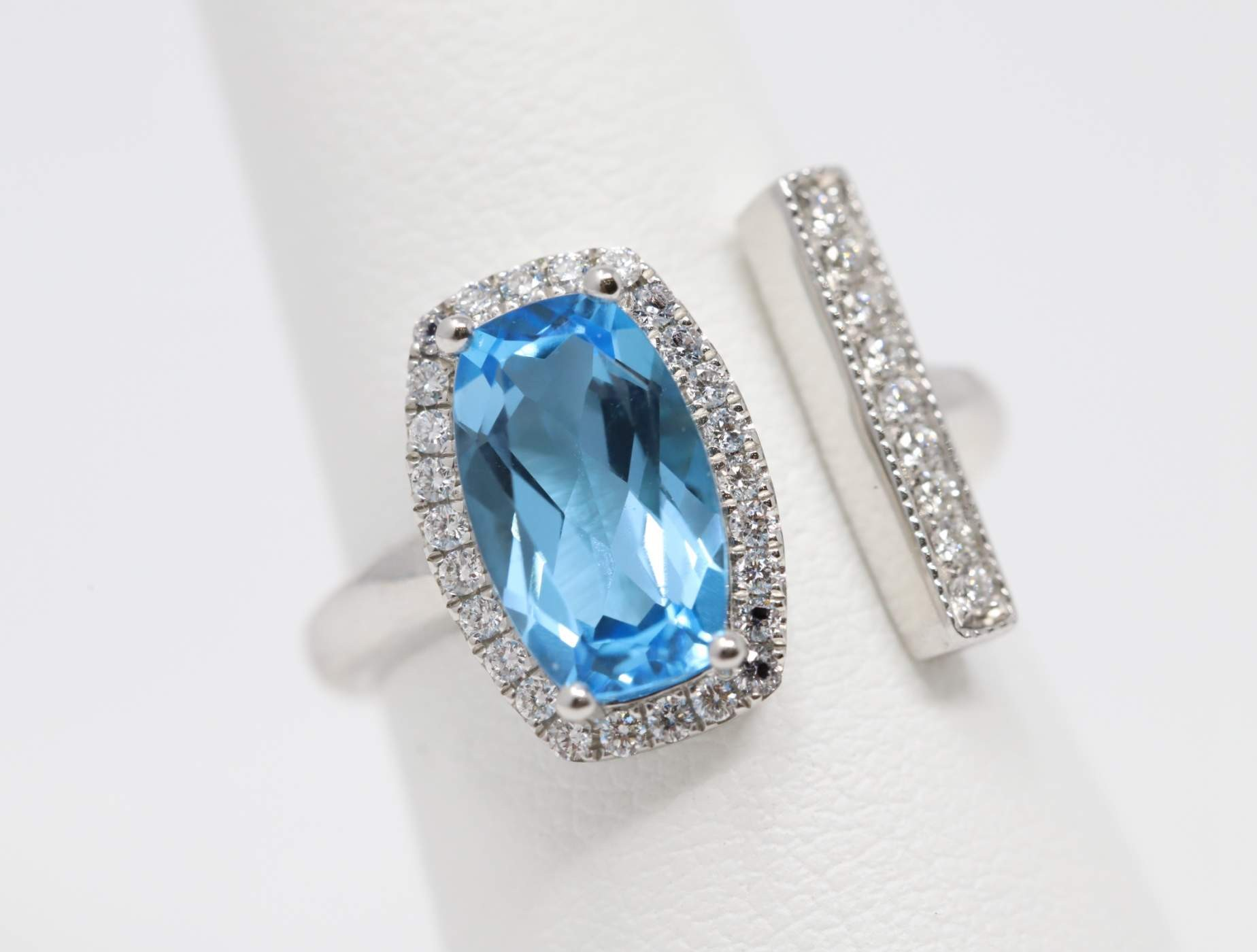 Ladies 14k White Gold Blue Topaz Ring