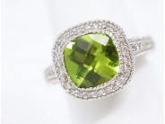 18k White Gold Peridot Ring